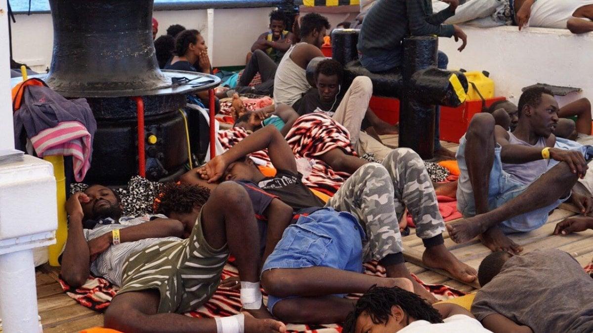 Open Arms, la Procura decide il sequestro della nave: i migranti saranno fatti sbarcare stanotte