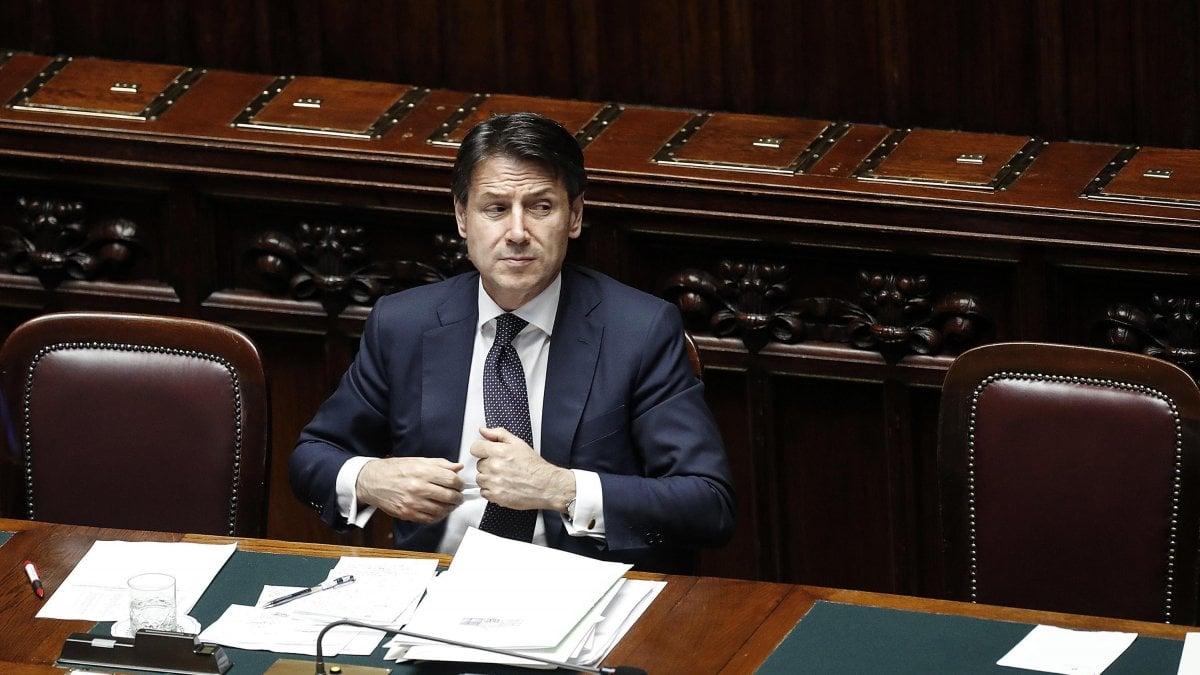 """Crisi di governo, il giorno di Conte al Senato. Salvini: """"Governo tutti dentro 'contro' di me che senso ha?"""""""