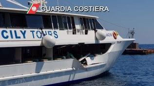Eolie, motonave per escursioni turistiche contro uno yacht: cinque feriti, uno in modo grave foto