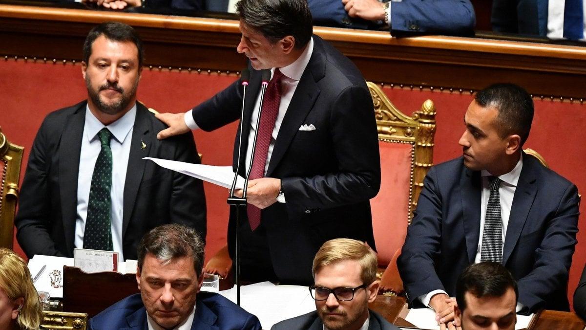 """Conte al Senato: """"Il governo finisce qui, mi dimetto. Salvini ha seguito interessi personali e di partito"""". Poi il premier sale al Colle"""
