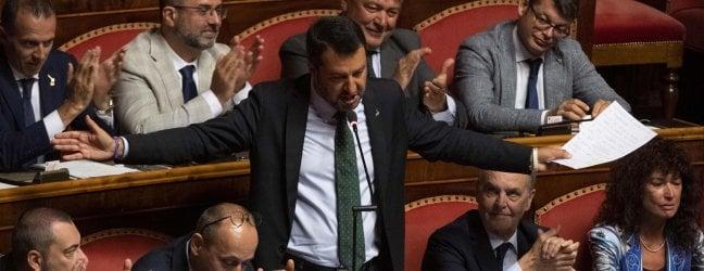 """La mossa di Salvini: """"Per le riforme ci siamo"""". E ritira la sfiducia a Conte. Ma il premier lo gela: """"Basta giravolte"""" video"""