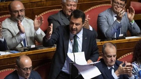 """Crisi, Salvini prova a riaprire e ritira la mozione di sfiducia. Ma Conte lo gela: """"Basta giravolte"""""""