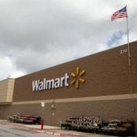 Incendi ai pannelli solari sui negozi: Walmart fa causa a Tesla