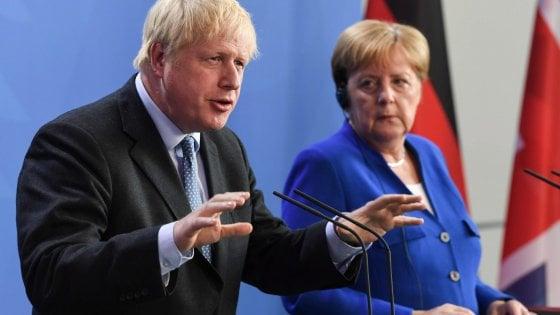"""Brexit, Johnson a Berlino: """"Accordo cosi com'è per noi inaccettabile"""""""