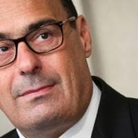 Crisi di governo, le vere condizioni del Pd al M5s: via i decreti sicurezza, preaccordo...