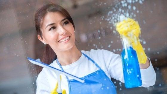 Pulire casa per un'ora al giorno dimezza il rischio di morte prematura