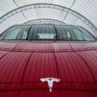 """Auto, stampa tedesca: """"Volkswagen vuole una quota di Tesla"""". Ma l'azienda smentisce"""