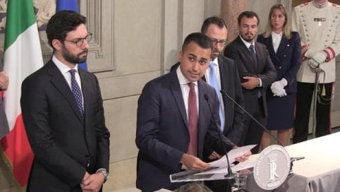 """Assemblea M5s dà mandato a incontrare Pd: """"Primo punto taglio parlamentari"""" live tv"""