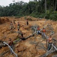 """Amazzonia, Macron: """"La nostra casa sta bruciando"""". Tutti contro Bolsonaro che invia..."""