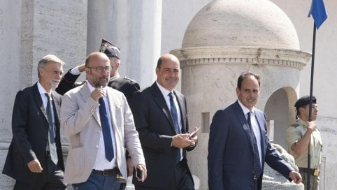 """Al via il primo incontro tra M5S e Pd. Salvini: """"Farò di tutto per evitare un esecutivo con il Pd"""" di TIZIANA TESTA"""