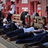 Ocean Viking, accordo per sbarcare i migranti a Malta