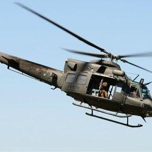 Sondrio, elicottero dell'esercito atterra tra i tetti: tre feriti