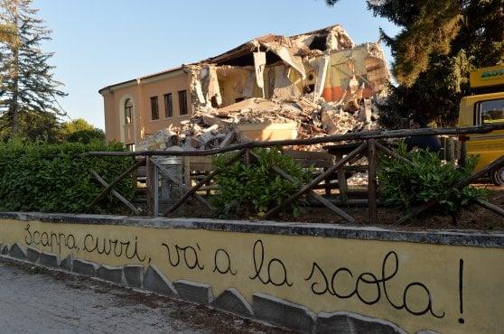 Terremoto, tre anni dopo. Commozione e sconcerto alla veglia di Amatrice