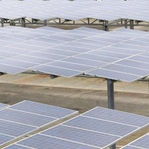 Tesla, ancora guai con i pannelli solari. Amazon: Hanno causato un incendio nel nostro magazzino