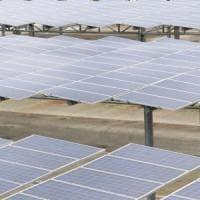 Tesla, ancora guai con i pannelli solari. Amazon: