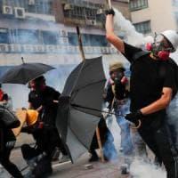 Hong Kong, torna la violenza: di nuovo scontri tra polizia e manifestanti