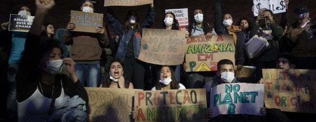 """Amazzonia, anche la chiesa brasiliana contro Bolsonaro: """"Basta deliri, fermare predazioni"""""""