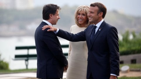 Il premier Conte al G7 con Emmanuel Macron e la première dame Brigitte
