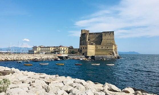 Napoli. Quattro passi in stile liberty