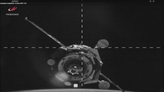 Soyuz con robot cosmonauta attraccata alla Iss