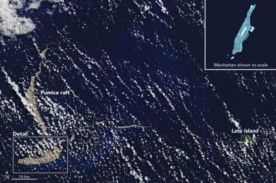 """Pacifico, avvistata enorme """"zattera"""" di pietra pomice. """"Potrebbe aiutare le barriere coralline"""""""