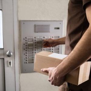 Corrieri, i clienti danno i voti: Poste Italiane è ultima