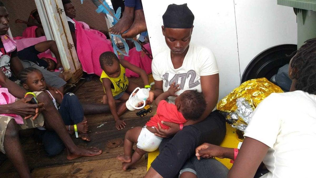 Migranti, Mare Jonio: sbarco autorizzato solo per donne, bambini e malati