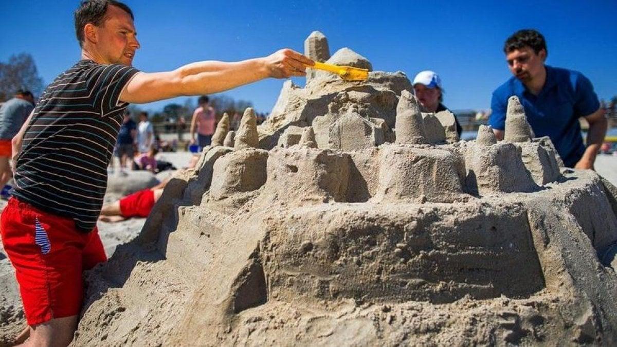 Cavallino, vietati i castelli di sabbia in riva al mare
