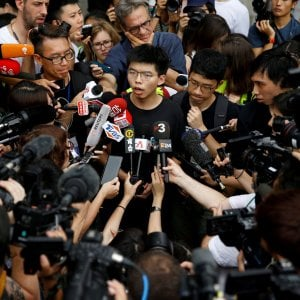 Hong Kong, retata di attivisti: arrestato Joshua Wong, il leader della rivolta degli ombrelli