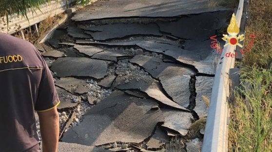 Catanzaro, crolla ponte appena costruito