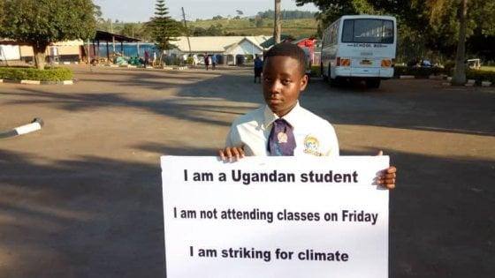 Leah, la 'Greta dell'Uganda', in piazza a Kampala da 8 mesi