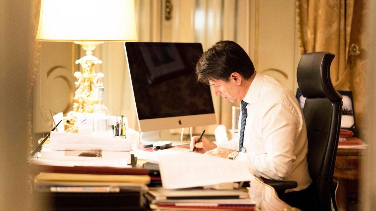 """Vertice da Conte, si accelera per il governo. M5s e Pd rivendicano passi avanti sui punti del programma. Grillo benedice l'intesa: """"Occasione unica"""""""