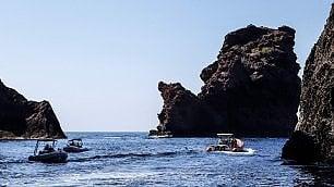Corsica. Falchi a rischio -  f   t