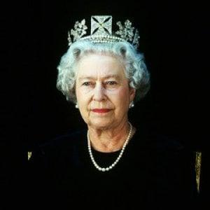 Un omaggio alla regina Elisabetta in 50 ritratti, grande mostra al Fiat Chrysler Motor Village