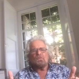 """M5S, militanti divisi sull'apertura di Grillo al Pd. Da """"scelta folle"""" a """"stai riprogettando il mondo"""" i commenti Fb"""