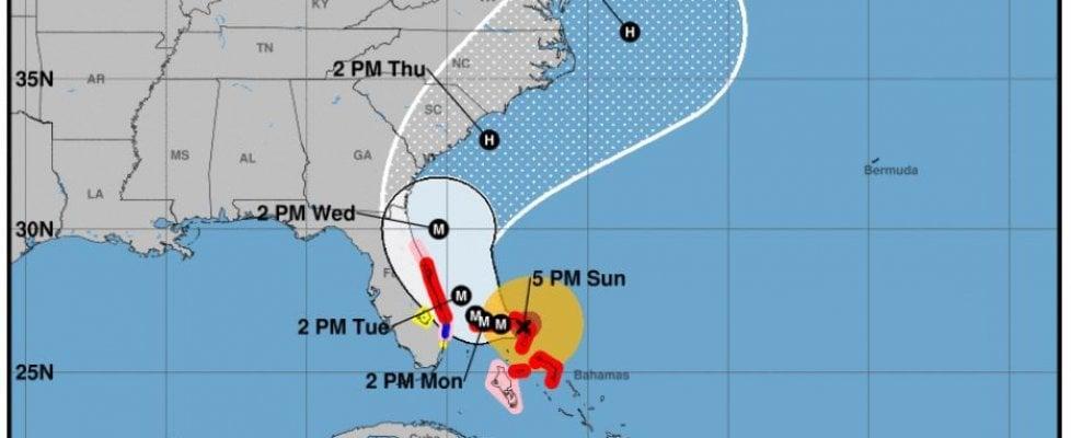 Uragano Dorian, Sud Carolina evacua l'intera costa: l'ordine riguarda un milione di persone. Raffiche di vento fino a 350 km/h