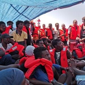Migranti, la Eleonore forza il divieto di ingresso in Italia: ordinato il sequestro