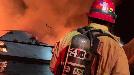 California, barca prende fuoco nella notte: 34 morti, in salvo i 5 membri dell'equipaggio