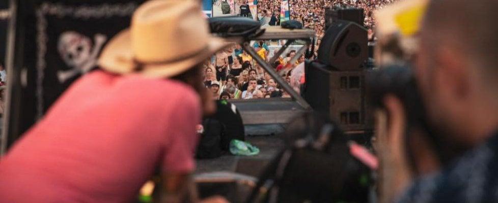 """Jovanotti: """"Basta con cialtroni e polemiche sul mio tour. Il mondo ambientalista più inquinato delle fogne"""""""