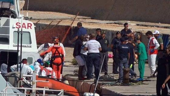 """Mare Jonio, Salvini usa il video dei migranti girato a bordo. Il reporter: """"Mi devi pagare"""""""