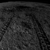 Missione cinese su lato nascosto della Luna: scoperto un misterioso gel lucido