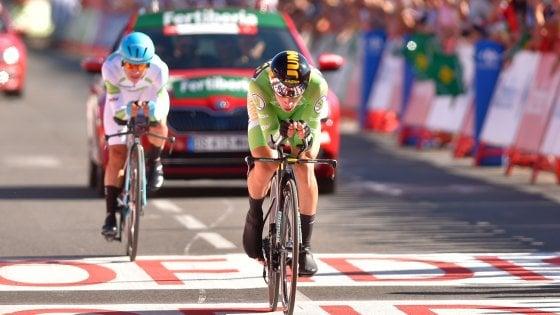 Ciclismo, Vuelta: Roglic domina la crono e conquista la maglia rossa
