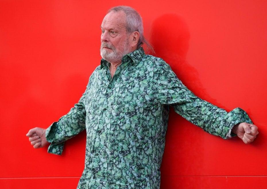 Venezia 76, Terry Gilliam in sandali balla sul red carpet: ed è subito cinema
