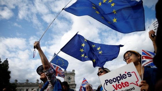Brexit: via libera definitivo dei Comuni alla legge anti-no deal. Johnson presenta mozione per elezioni anticipate: bocciata