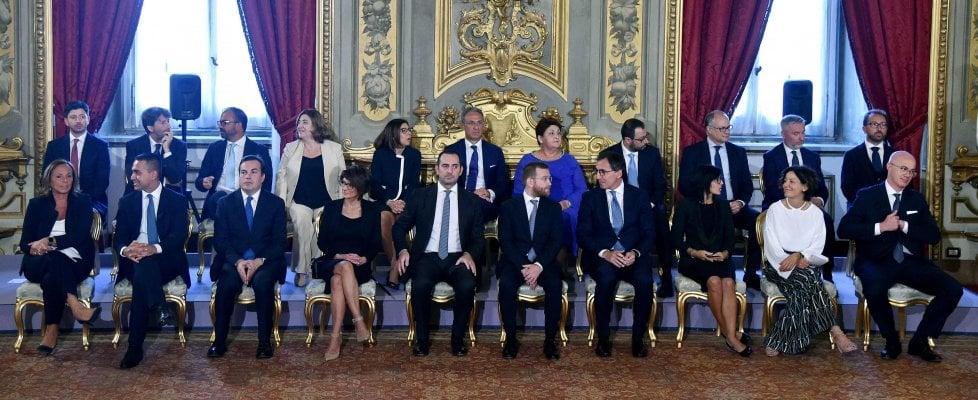 Governo, Conte e i ministri hanno giurato. Gentiloni in pole per successione a Moscovici