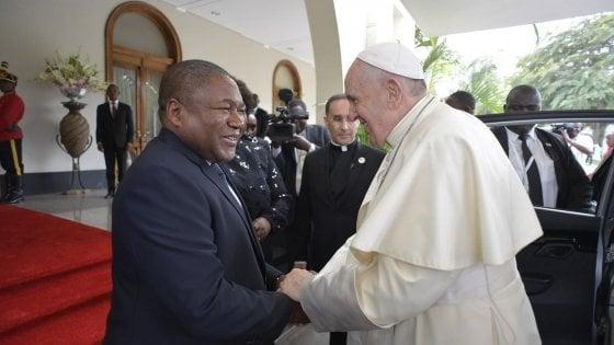 """Papa Francesco in Mozambico: """"La pace torni ad essere la norma. Basta lotte fratricide"""""""