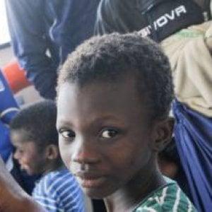 Francia: protezione negata a migranti minorenni: procedure Irregolari nella regione delle Alte Alpi simili, a Parigi e altrove