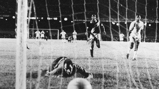 Argentina, è morto il portiere Andrada: contro di lui Pelè segnò il gol numero 1000