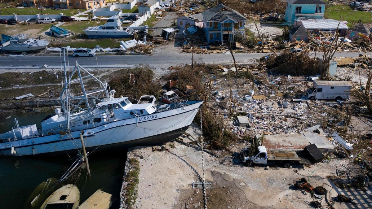 Dorian, arriva in Carolina ma  perde intensità. I morti alle Bahamas sono 30, oltre 5 mila dispersi