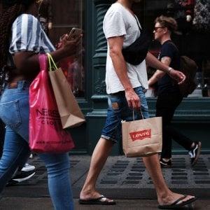 Commercio, frenata delle vendite al dettaglio a luglio. In crescita il dato annuo